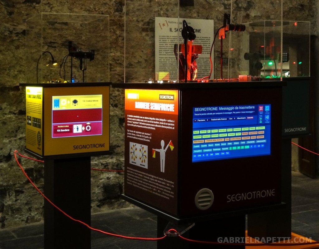 Segnotrone - vista della mostra al Festival della Scienza.