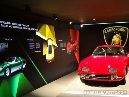 Sistemi di illuminazione computerizzati per exhibit multimediali nel Museo Lamborghini. Cliente: ETT spa.