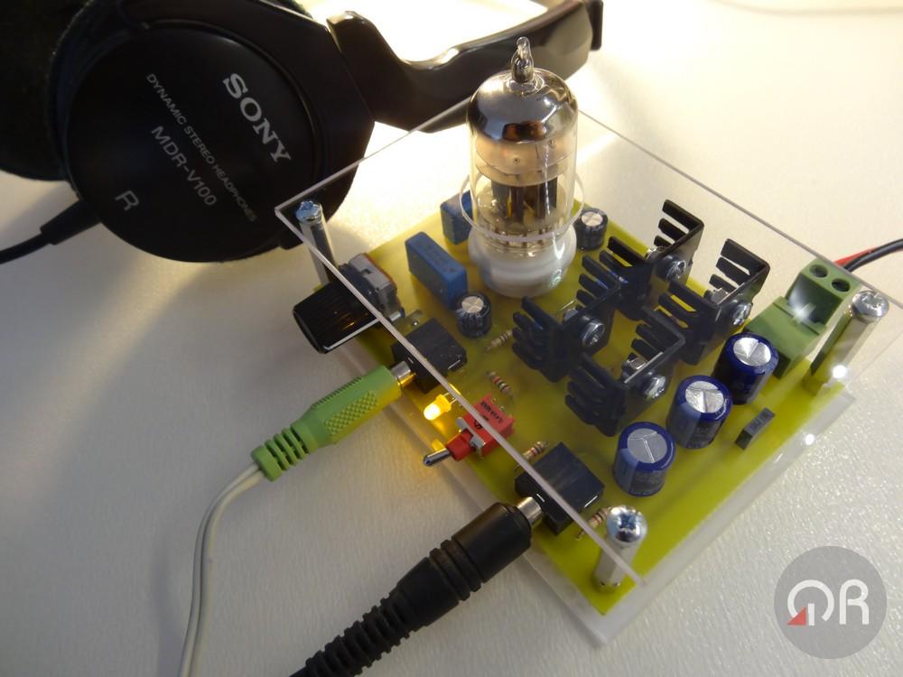 Amplificatore ibrido di bassa tensione per cuffie.