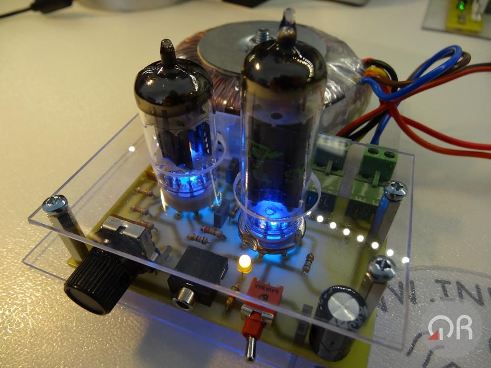 Amplificatore audio di bassa potenza con valvole termoioniche.