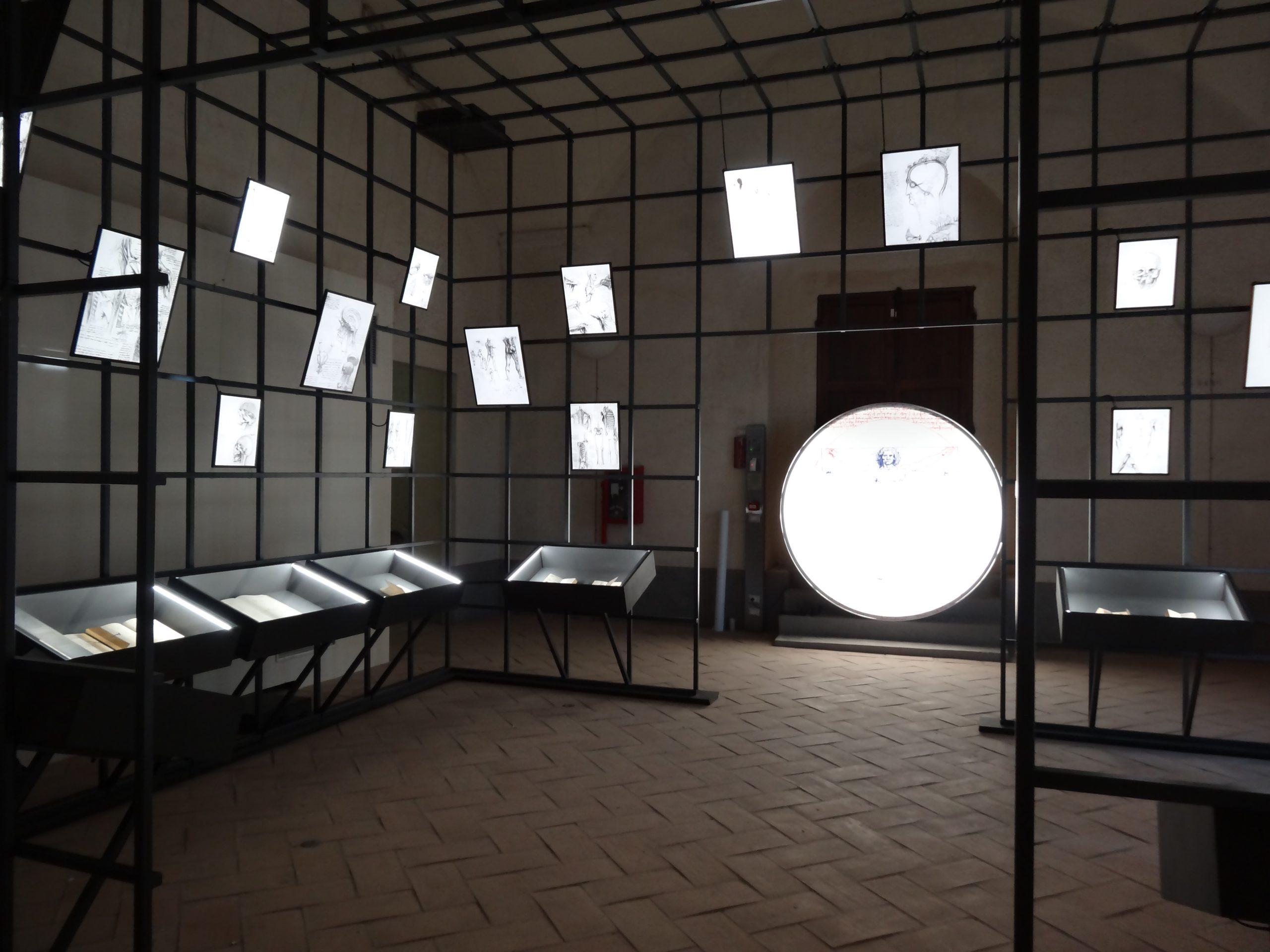 """Sala """"Il cervello"""", con le reproduzioni dei codici di Leonardo."""