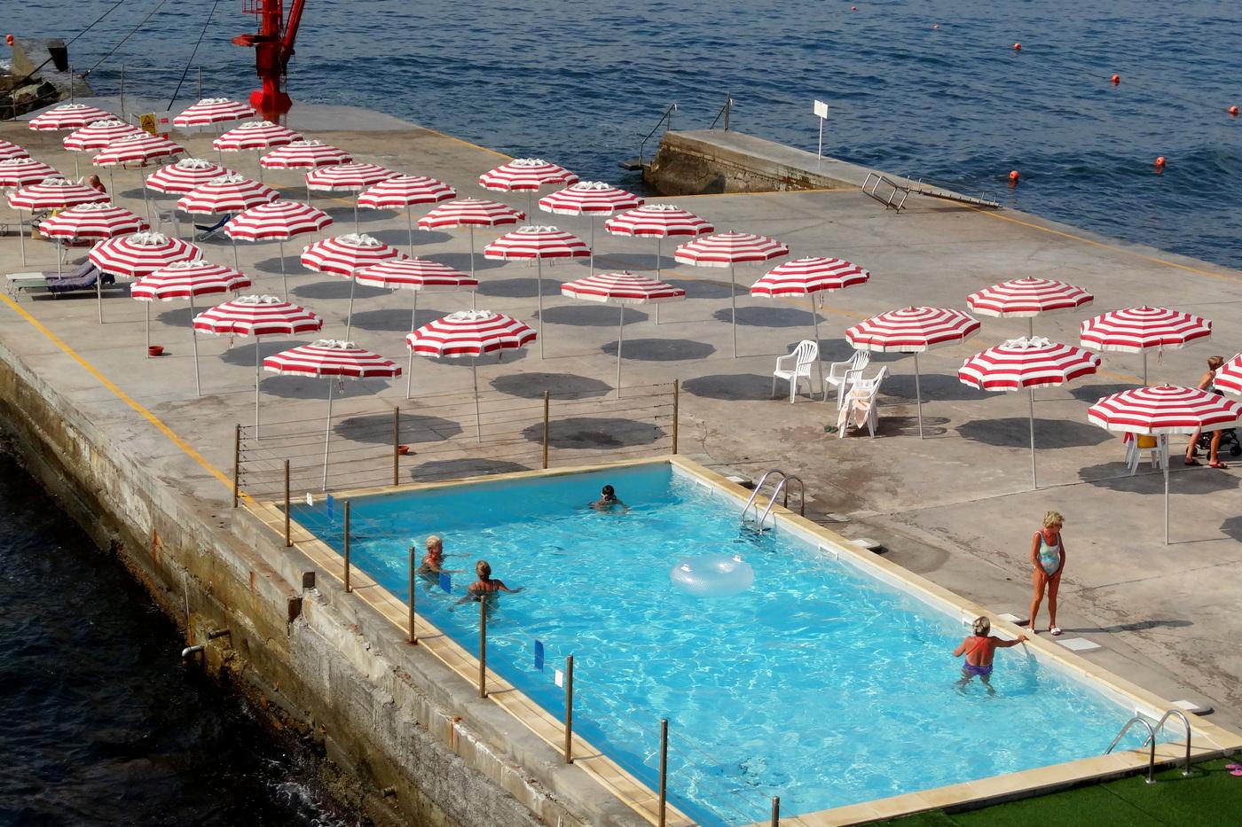 Spiaggia di cemento, Genova
