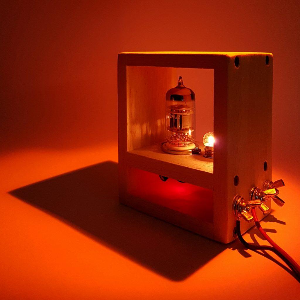 Oscillatore con valvola termoionica usato come orologio